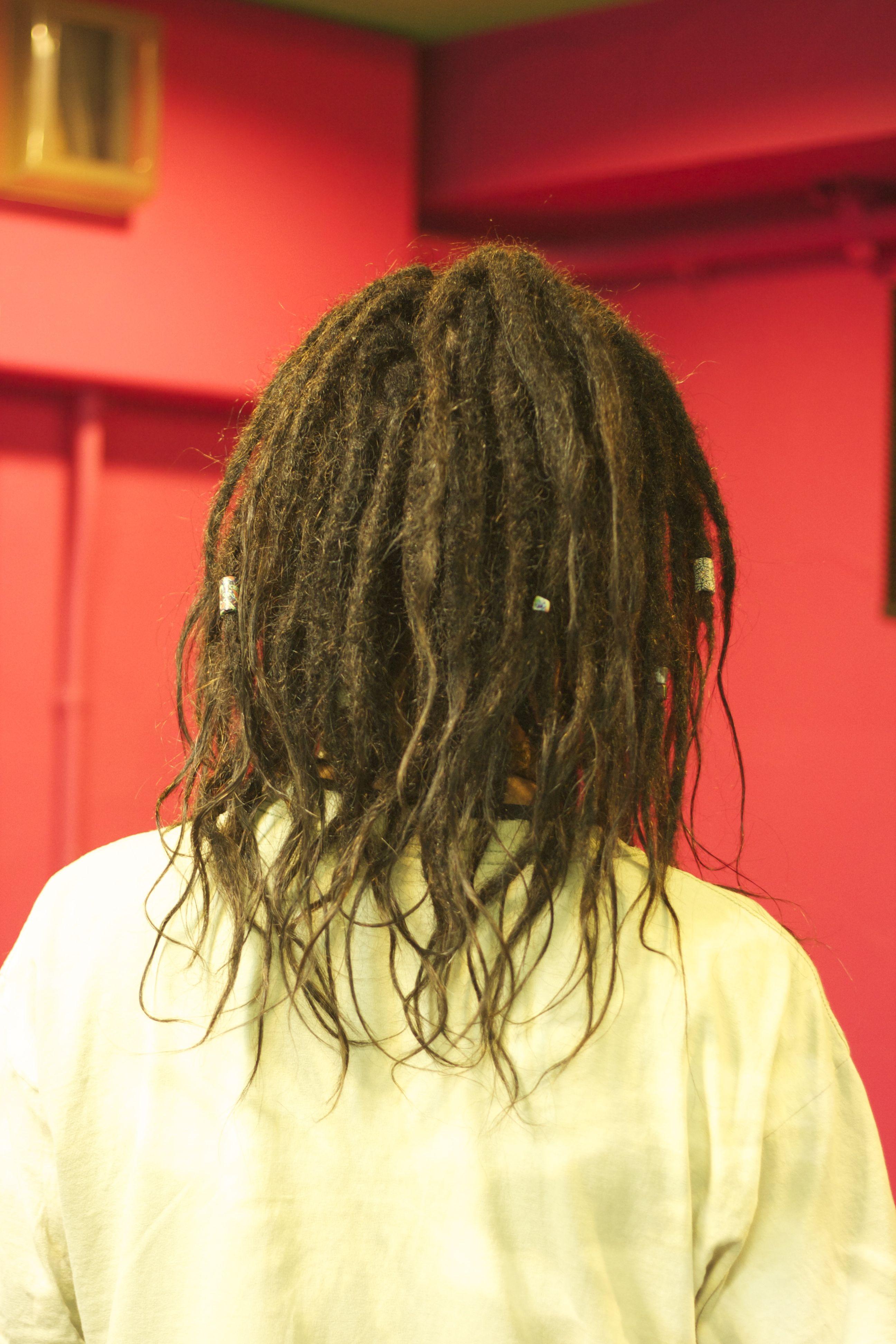 人毛ナチュラルドレッドエクステンションの背面側